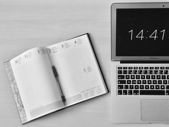 apple-device-black-and-white-business-computer-295826